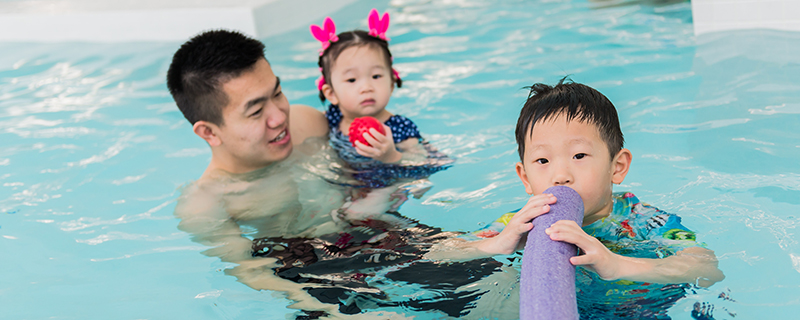 Family Drop-In Swimming at the UBC Aquatic Centre