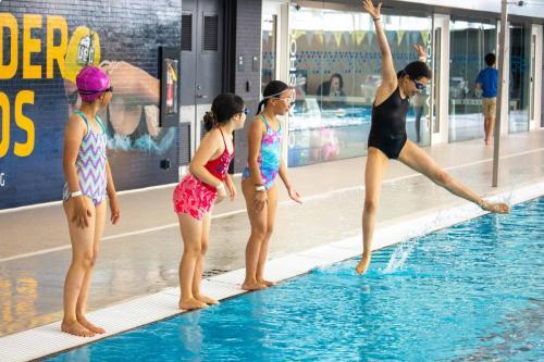 Intro-to-Artistic-Swimming-3